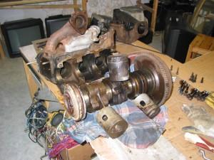 F 12 motor auf Werkbank